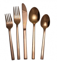 <h5>Rose Gold </h5><p>Dinner knife,Dinner fork, Salad fork,Dessert/Soup spoon (Butter spreader Also available)</p>