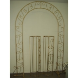 <h5>Brass Archway With Stands</h5>