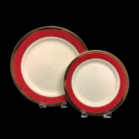 "<h5>White House China</h5><p>12"" Charger plate, 10"" Dinner plate, 9"" Lunch plate, Salad/cake plates, (6"" B&B plates, Coffee Cup and Saucer, Demitasse Cup and Saucer, Soup bowl, Fruit/Sauce bowl, Creamer and Sugar, Oval platter Also available)</p>"