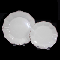 "<h5>Villa D' Este </h5><p>10.5"" Dinner Plate, 8"" Salad (12"" Charger, 6"" B&B Also available)</p>"
