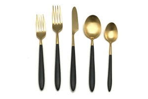 <h5>Black and Gold </h5><p>Salad fork, Dinner fork, Dinner knife, Table Spoon, Tea Spoon, (Butter knife Also Available)</p>